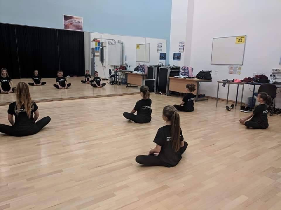 stretching class training eb dance learning classes elizabeth boardman peterborough uk local